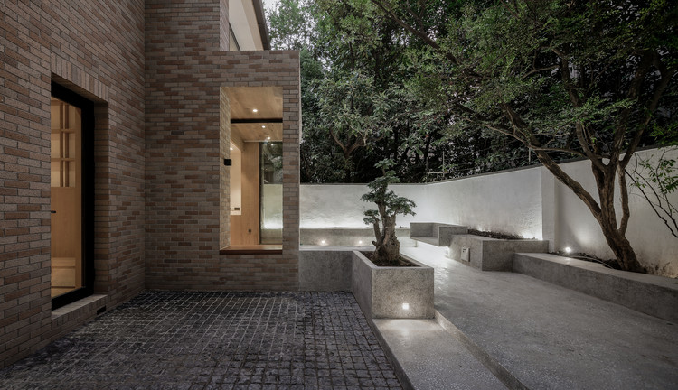 The House with a Tiny Patio / Atelier TAO+C, Final. Image © Shengliang Su
