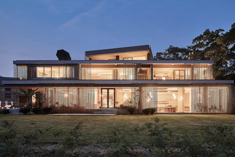 Anadu Resort / Studio8, Architecture. Image © Sven Zhang