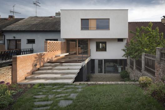 Family House with Studio / holiš+šochová architekti