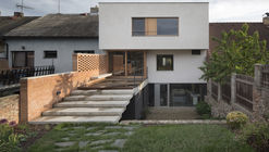 Family House with Studio / holiš+šochová architekti