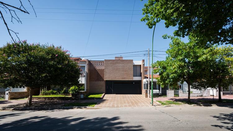 Casa em Juniors / 226arquitectos, © Gonzalo Viramonte