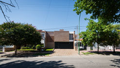 House in Juniors / 226arquitectos