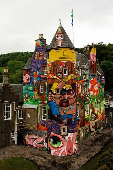 Kelburn Castle. Image Courtesy of Wikimedia User CoburnProjects licensed under Creative Commons Attribution 3.0
