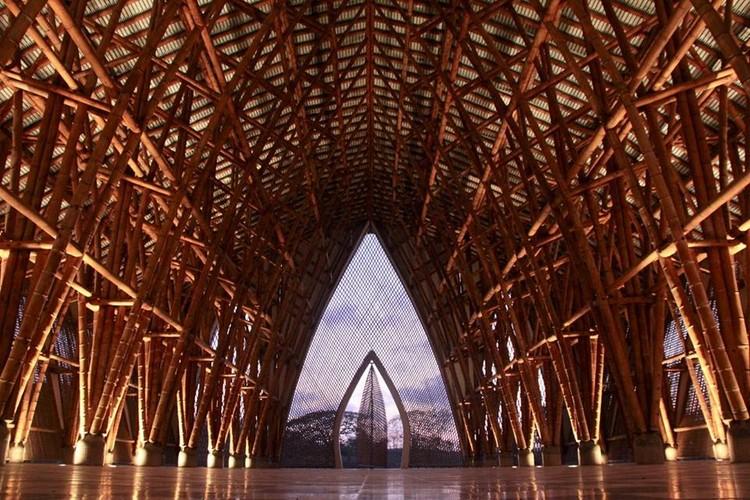 El bambú colombiano según Simón Vélez y Marcelo Villegas: montajes, conexiones y soportes estructurales, Templo sin religión / Simón Vélez. Image Cortesía de Simón Vélez