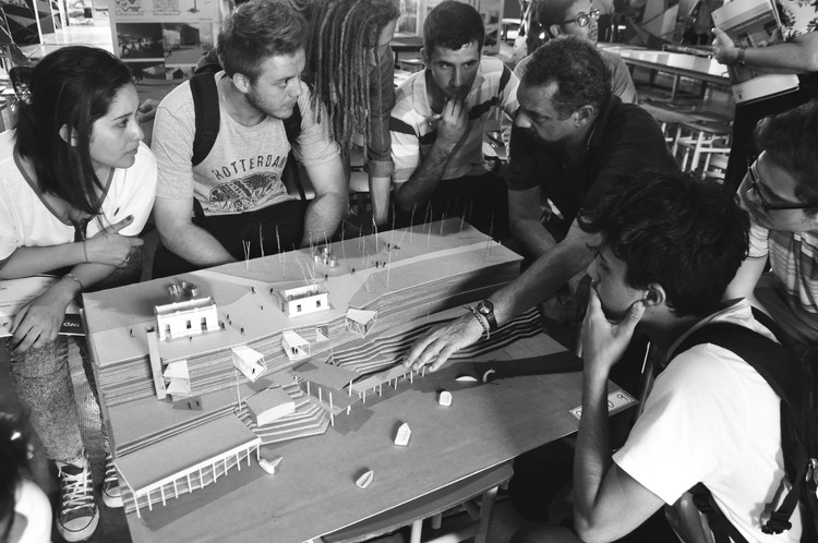 Claves para enfrentar una presentación o examen de taller en los primeros años de arquitectura, © Facultad de Arquitectura, Planeamiento y Diseño UNR