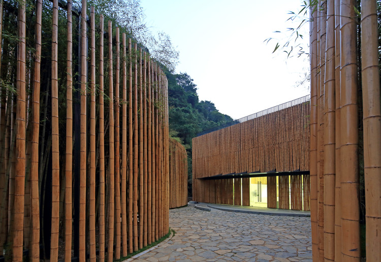 HaiLongtun Management Room / United Design U10 Atelier, The main entrance. Image © Guangyuan Zhang