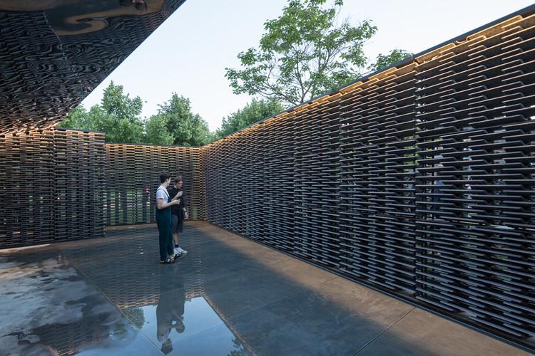 Visite o Serpentine Pavilion de Frida Escobedo com este passeio virtual em 360°, © Laurian Ghinitoiu