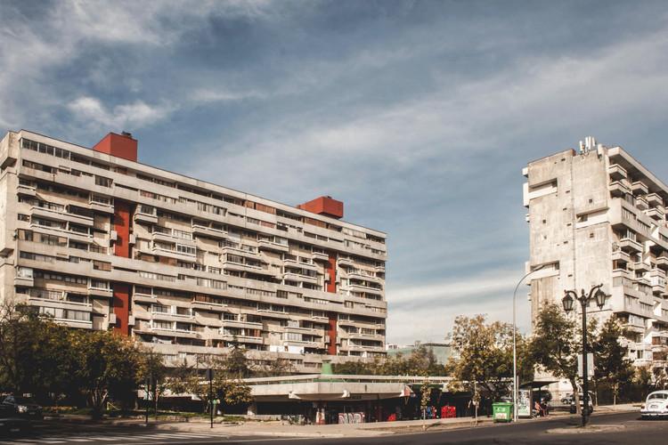 Clásicos de Arquitectura: Conjunto Habitacional Remodelación República / Vicente Bruna, Germán Wijnant, Victor Calvo, Jaime Perelman y Orlando Sepúlveda, © Maria Gonzalez