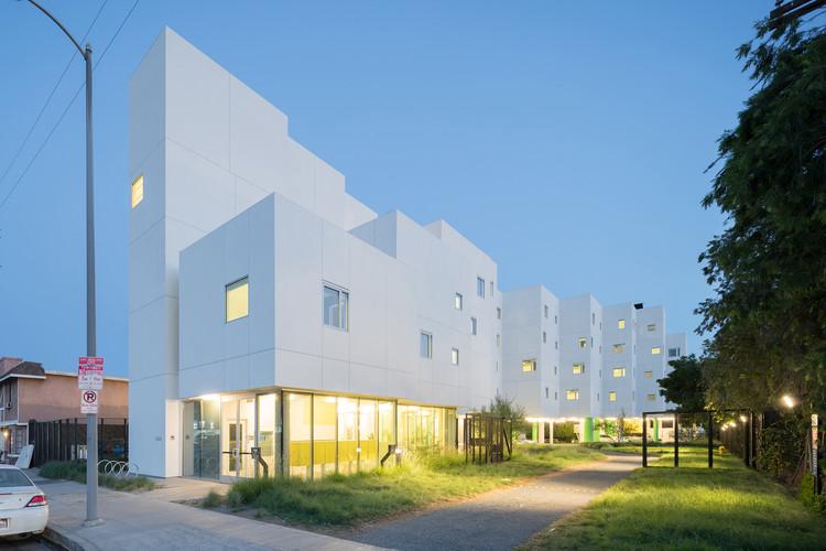 Crest Apartments / Michael Maltzan Architecture, © Iwan Baan