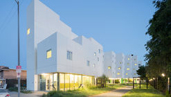 Crest Apartments / Michael Maltzan Architecture