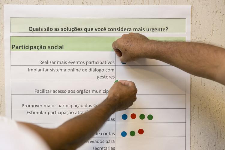 Plataforma inovadora e gratuita de participação popular deve ser usada em cidades brasileiras, A plataforma online busca dar voz às necessidades dos cidadãos e também promove encontros presenciais. Foto: Daniel Hunter/WRI Brasil