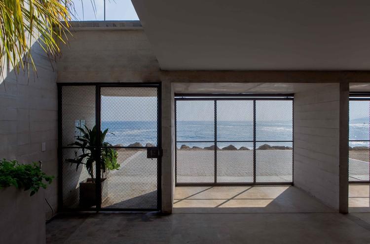 Casa de playa  / Juan Carlos Burga Campodónico, © Miguel Carrillo