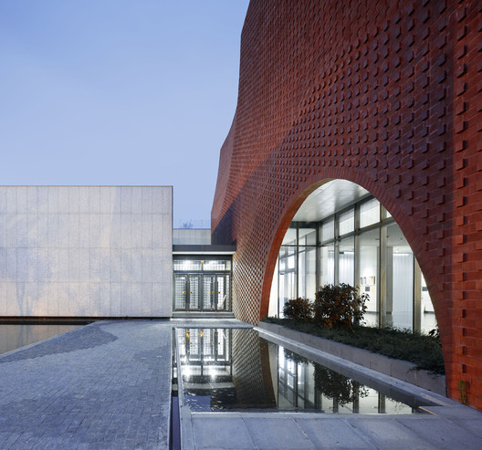 Entrance Courtyard. Image © Qiang Zhao
