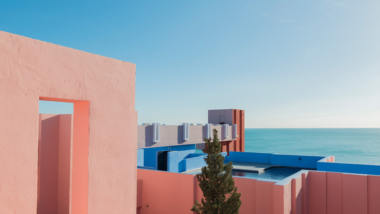 Ricardo Bofill's La Muralla Roja Through the Lens of Andres Gallardo, © Andres Gallardo