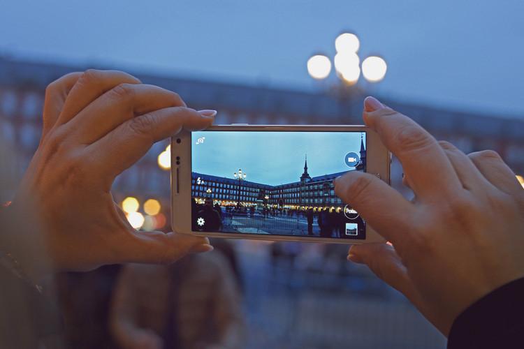 Descubra mais de 300 edifícios em Madri com este novo aplicativo, Plaza Mayor de Madri. Imagem © Marco Verch [Flickr],  licença CC BY-NC 2.0