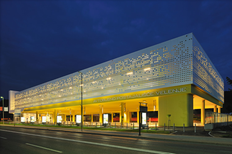 Bus Station Velenje / Guzic Trplan arhitekti d.o.o., © Miran Kambic