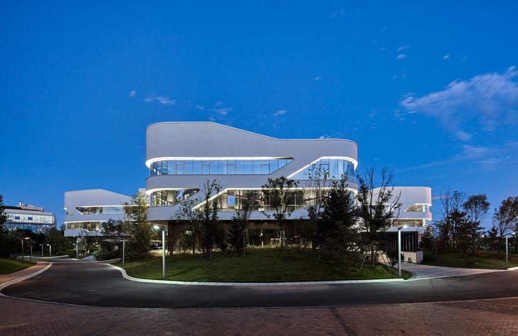 Beijing Hongkun Valley / ZOE Architecture, Architecture and Garden Front. Image © Chaoying Yang, Huiming Zhang