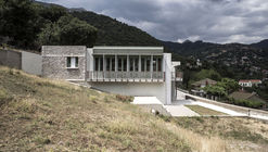 Municipal Building at Lambeia / daflos & panagouli architects [pan.da]