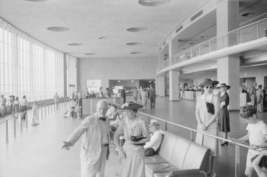 "[Public domain], <a href=""https://commons.wikimedia.org/wiki/File:Washington_National_Airport_1941_LOC_fsa.8a36171.jpg"">via Wikimedia Commons</a>. ImageWashington National Airport - 1941"