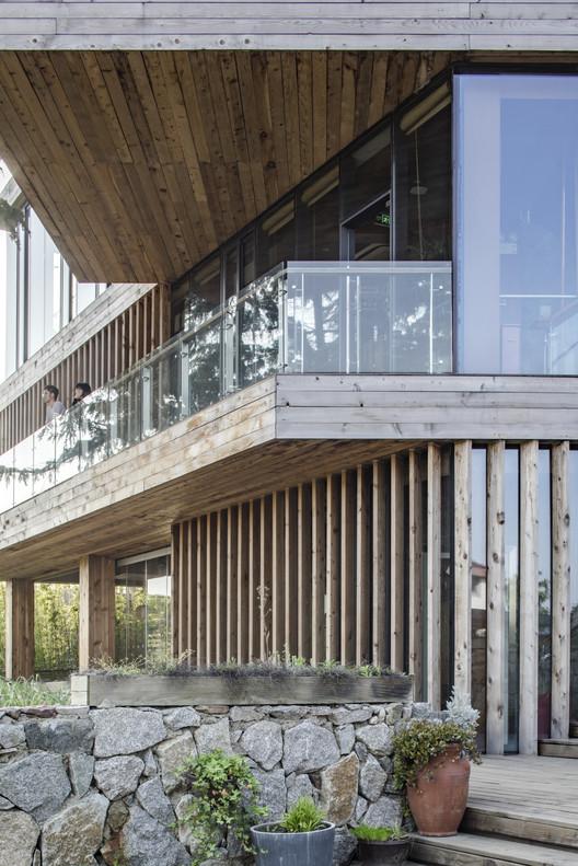 Second floor balcony space. Image © Kun Zhang