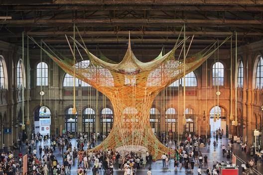 ERNESTO NETO, GAIAMOTHERTREE, 2018, Zurich Main Station, Fondation Beyeler. Image © Mark Niedermann
