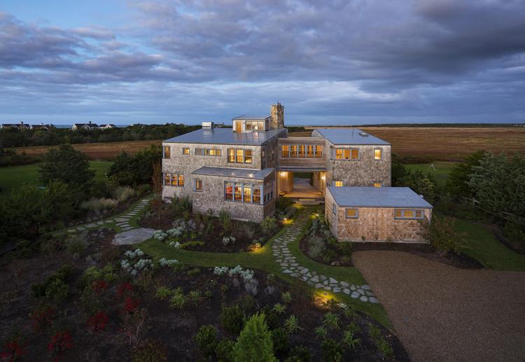 Meadow Beach House / Andrew Franz Architect, © Albert Vecerka-Esto