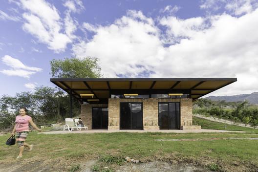 Lozano House / David Regalado Arquitectura