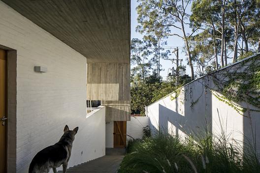 Casa en Lapa / Brasil Arquitetura. Image © Leonardo Finotti