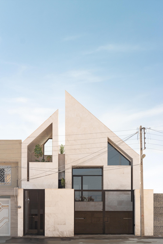 Yazd Urban Villa / awe office