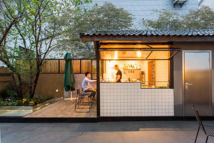 Qiyun Boutique Hotel / Quanwen Interior Design, Courtyard. Image © Ripei Qiu