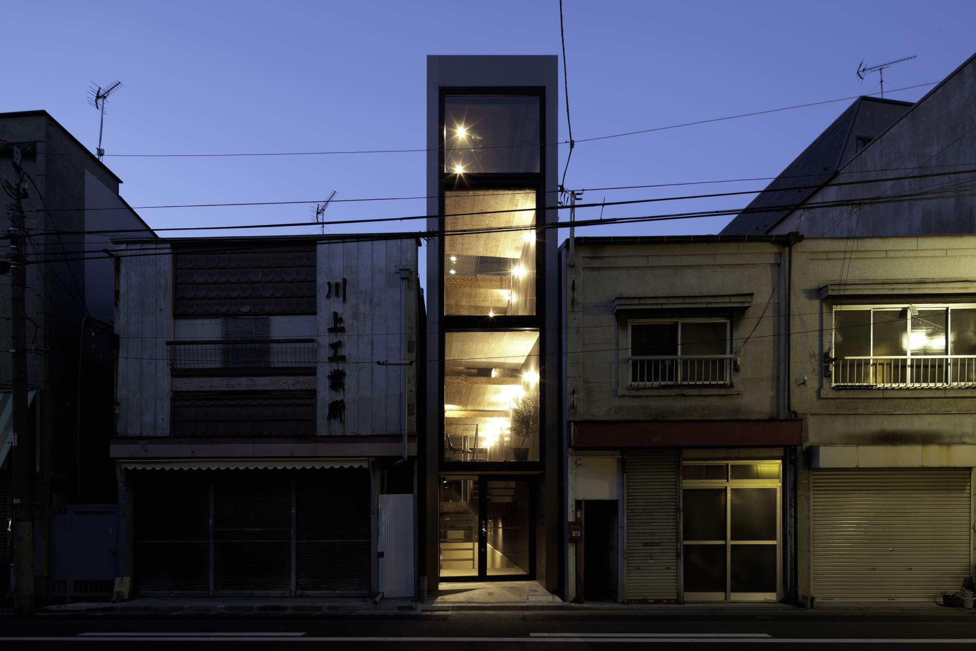 1 8m width house yuua architects associates