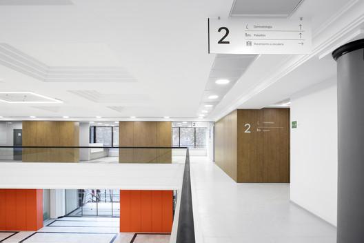 Centro Médico SanaSalud / Arquitectura Organizacional