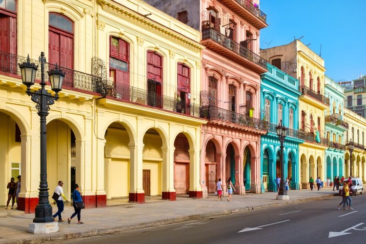 These Are the 5 Most Colorful Cities in the Americas, Havana. Foto: Bigstock. Image Cortesia de HAUS