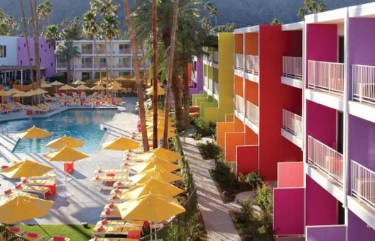 Palm Springs. Foto: Booking/Reprodução. Image Cortesia de HAUS