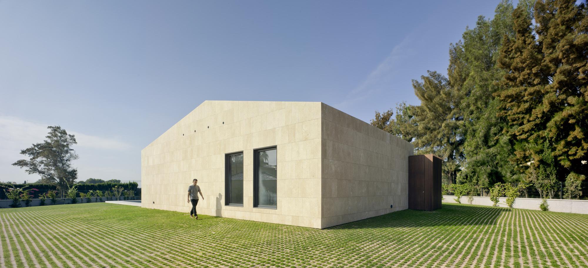 Residência unifamiliar em Valverde / estudio arn arquitectos