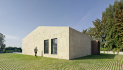 Single-Family House in Valverde / estudio arn arquitectos