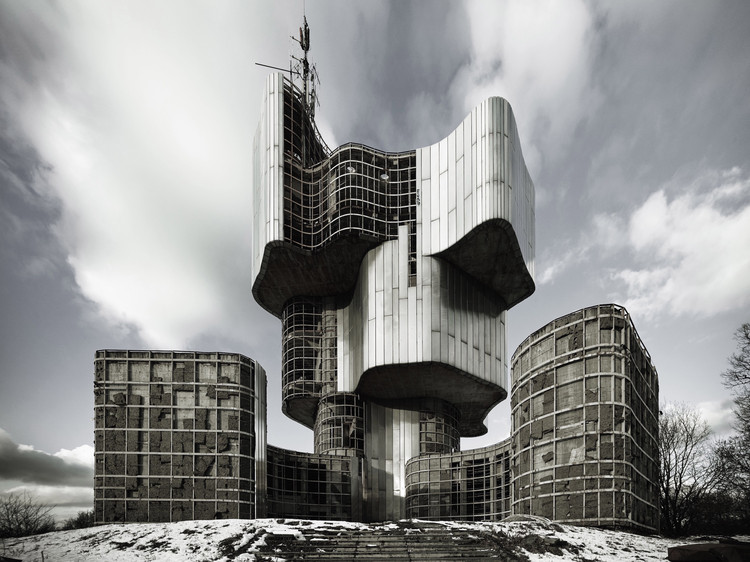 MoMA abre exposição sobre a arquitetura soviética da Iugoslávia, Berislav Šerbetić e Vojin Bakić.  Monumento à Revolta do Povo de Kordun e Banija. 1979–81. Petrova Gora, Croácia. Vista exterior. Foto: Valentin Jeck, encomendado pelo MoMA em 2016