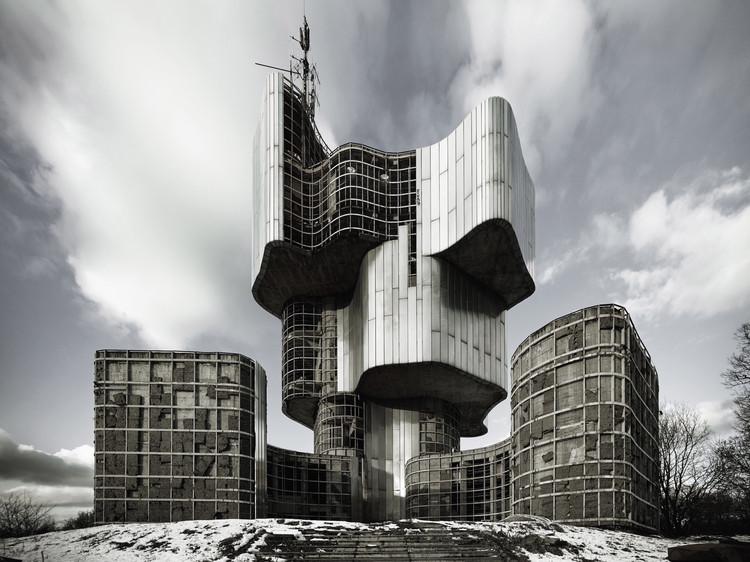 MoMA aborda la radical arquitectura brutalista de la Yugoslavia socialista en su próxima exhibición, Berislav Šerbetić + Vojin Bakić. Monumento al Levantamiento de la Gente de Kordun y Banija. 1979-81. Petrova Gora, Croacia. Image © Valentin Jeck, encargado por MoMA