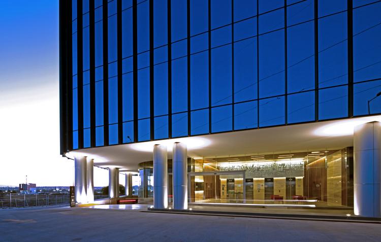 Edificio de oficinas Uptown Queretaro / Pascal Arquitectos, © Marcos Betanzos