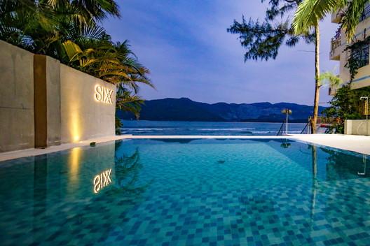 The swimming pool and the seashore. Image © Haibo Wang