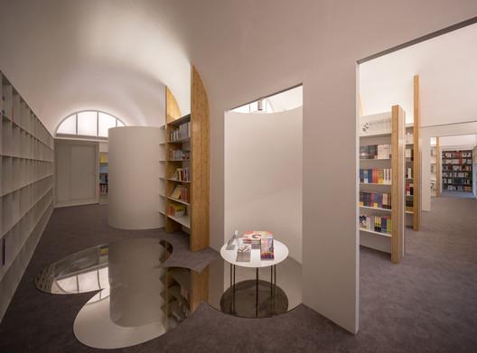 Book Display. Image © Shan Liang