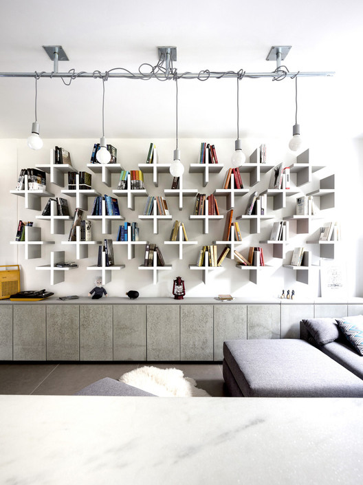 Home Library Architecture: 63 Smart & Creative Bookcase Designs, Apartamento Riachuelo / 0E1 Arquitetos. Image © Marcelo Donadussi