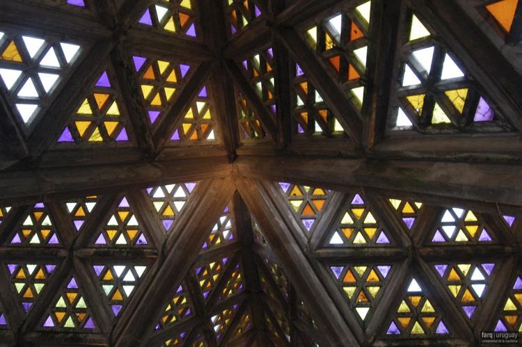 Image Courtesy of Servicio de Medios Audiovisuales de la Facultad de Arquitectura, Diseño y Urbanismo de la Universidad de la República. Image © Silvia Montero 2007