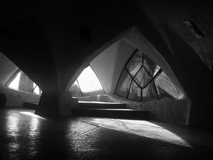 Parroquia Santa María de Guadalupe / Claudio Caveri. Image via Taller AVD