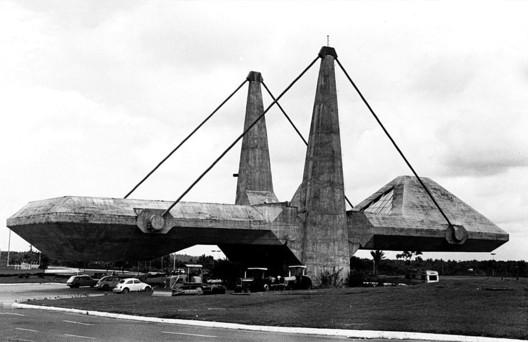 Centro de Exposições do Centro Administrativo da Bahia / João Filgueiras Lima. Image Cortesía de Arcoweb