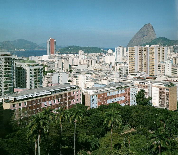 Parque Eduardo Guinle / Lucio Costa. Image © Nelson Kon