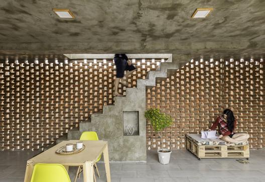 Stilts House  / Natura Futura Arquitectura