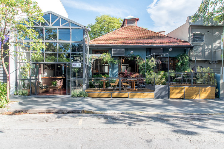 Bona Restaurante / Fabio Marins Arquitetura, © Julia Herman