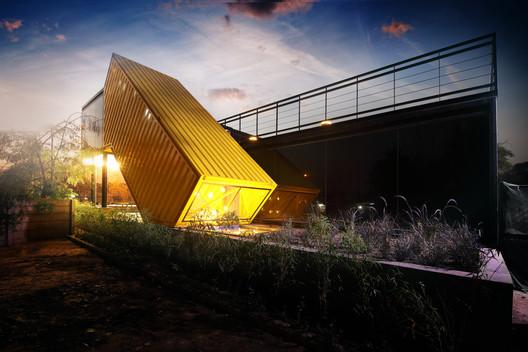 Oficina yellow box / FLXBL Design Consultancy