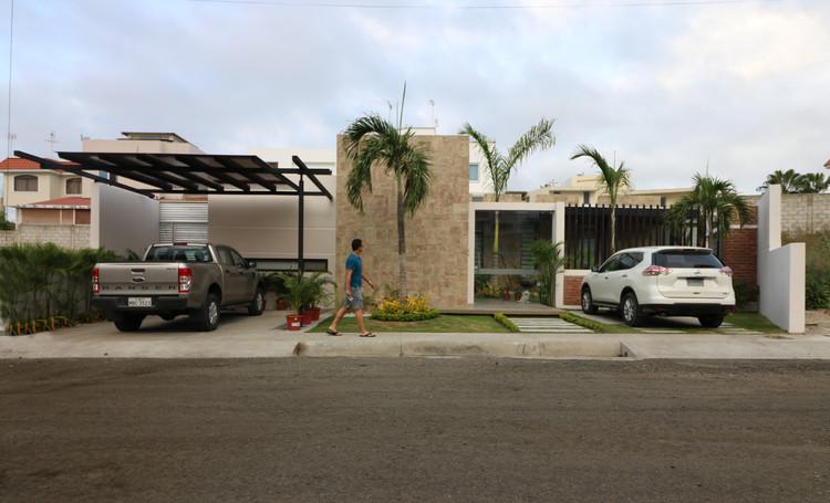 VENGAN! La familia está en el patio / Vera + Ormaza Arquitectos, Cortesía de Vera + Ormaza Arquitectos